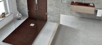 Plato de ducha a ras de resina y textura madera