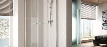 Mampara de ducha de dos hojas plegables y una abatible transparente