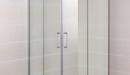 Mampara de ducha angular Moving con perfiles de acero y vidrio transparente